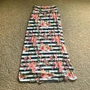 *3/$15* EUC maxi skirt